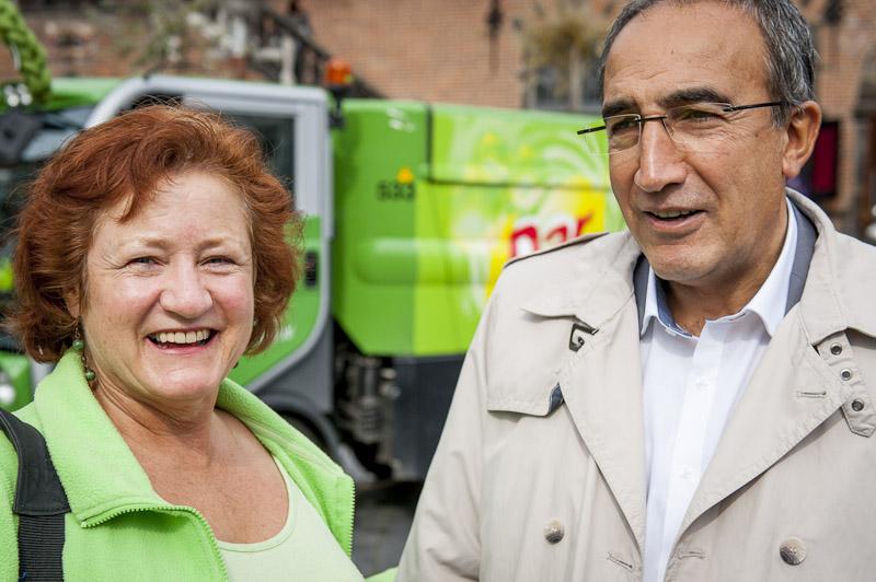 Marianna Bakker met wethouder Tankir tijdens Keep It Clean Day 2012 Nijmegen; KICD