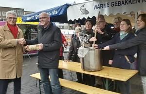 Lions Club Nijmegen- Cor de Beijer - duurzaam estafettestokje -Gerard Mangnus Stichting De Bastei-foto MariannA Bakker 15-1121